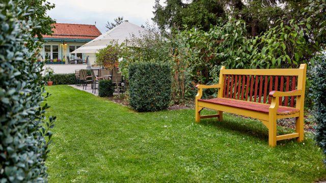 Garten mit Bank Linderhof Erfurt