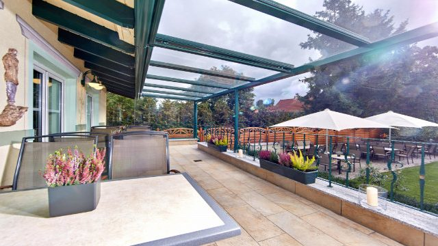 Linderhof Terrasse 2 Biergarten 640