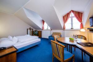 Doppelzimmer mit Dachschrägen