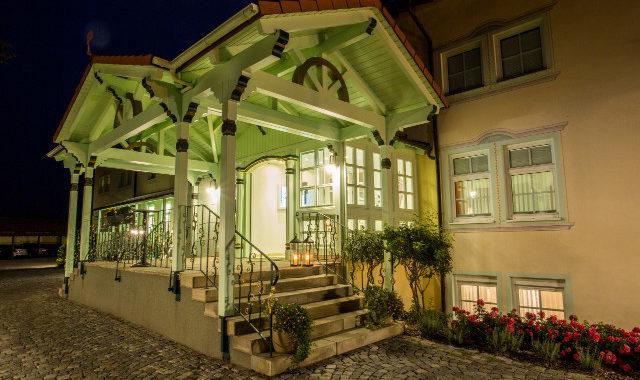 Hoteleingang am Abend Linderhof