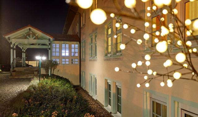 Eingang LinderHof beleuchtet