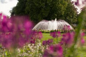 Blick auf Springbrunnen egapark